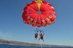"""Vuele con el paracaidas sobre el mar """"Parasailing"""" en el suroeste de Gran Canaria"""