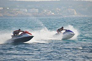"Jetski ""motos de agua"" en Mallorca en el Arenal: Diversión a todo gas en la playa de Palma"
