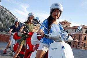 Descubra Madrid en Vespa: El mejor tour de la ciudad en moto