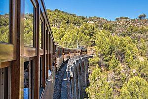 Vuelta de la isla Mallorca en bus, tren y barco – Descubra toda la isla en tan sólo un día