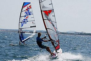 Windsurf en Alcúdia: Aprende windsurf en Mallorca norte