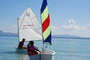 En el norte de Mallorca: alquile un Laser 2000 o un barco de vela ligera en Alcudia