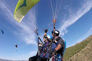 Su vuelo en la Sierra Nevada andaluza con parapente desde Granada