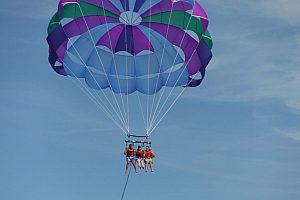 """Paquete de deportes acuáticos Magaluf con parasailing, jet ski, """"fly fish"""" y banana gratis"""