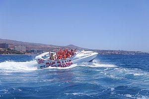 6 Personen auf dem Jet Boat im Urlaub