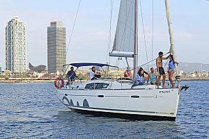 Gruppe auf dem Segelboot