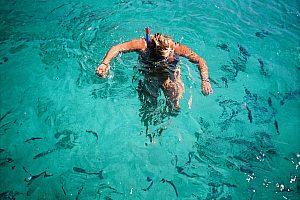 Blick unter Wasser mit Taucherbrille