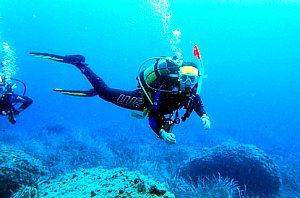 """Bautismo de buceo en Mallorca: primer experiencia """"Discover Scuba Diving"""" en Illetas"""