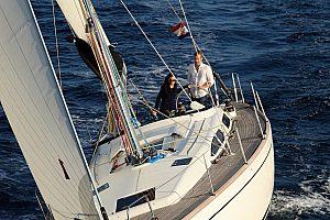 Navegar a través de la bahía de Palma en Mallorca  - Crucero de 6 horas con patrón