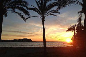 Navegando hacía la puesta de sol en barco ''Sunset Cruise'', salida en Paguera