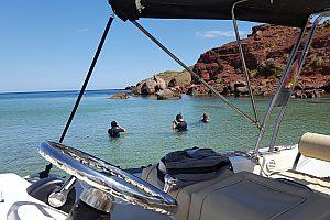 Emocionante speed boat tour a lo largo de los acantilados en Fornells el norte de Menorca