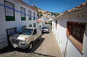Durchfahrt durch typisch tenerifische Bergdörfer bei der VIP Tour Anaga Teneriffa