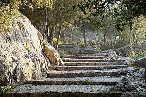 Caminata sencilla hasta Galilea en Mallorca. Recorra el sureste de la isla
