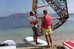 Windsurf en el norte de Mallorca: Curso de iniciación en Pollensa