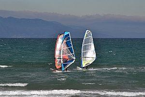 Windsurf en el Delta del Ebro durante tus vacaciones en Riumar en la Costa Dorada