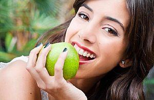 Limpieza dental + blanqueamiento (mediante luz fría) en la clínica Praxis mit Biss, Paguera