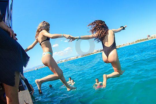 Partyboot Mallorca - Bathing