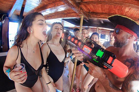 Partyboot Mallorca Drinking