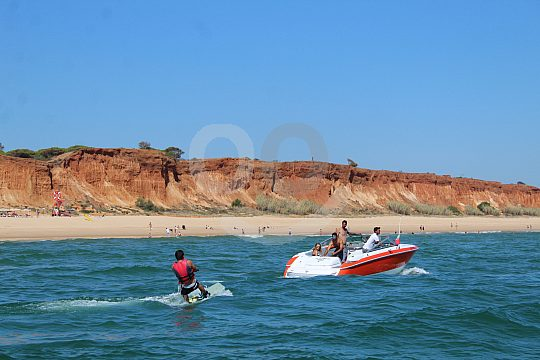 Rent a speed boat in Vilamoura on the Algarve coats