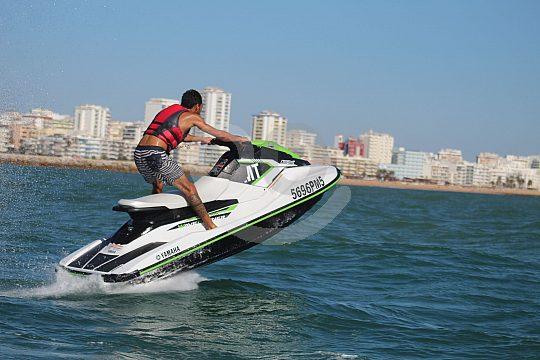 Vollgas beim Jetski fahren an der Algarve