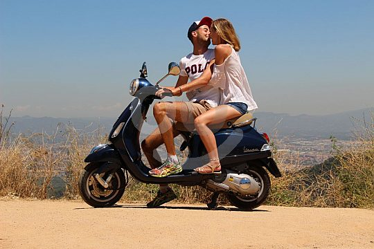 couple on the scooter tour in Barcelona
