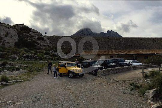 Jeep tour stop