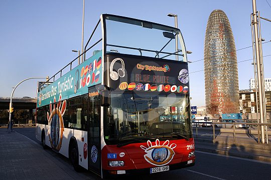 explore Barcelona by bus