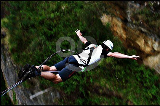 Bungee Jumping Erlebnis in Spains Basque Country