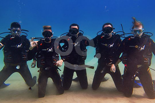 diving Crete group photo
