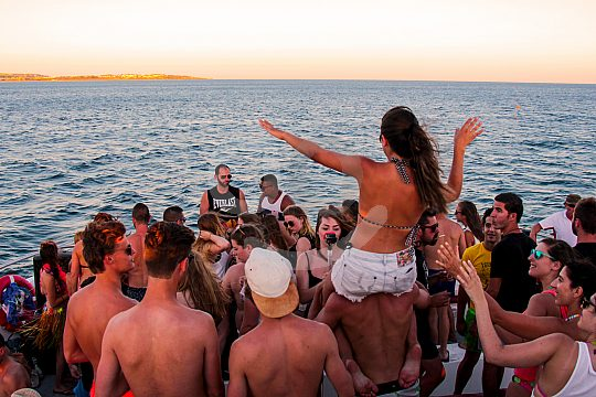 Party boat with good music and good sound