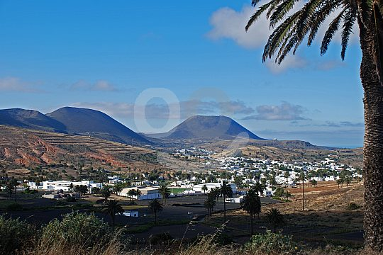 Villages surrounded by volcanoes on Lanzarote round trip north