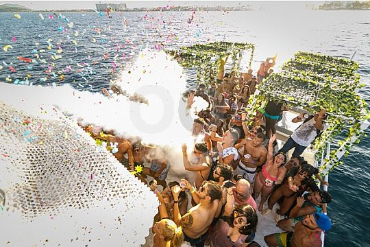 the best boat party in Ibiza