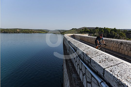 cycling with a guide to the Marathon Dam