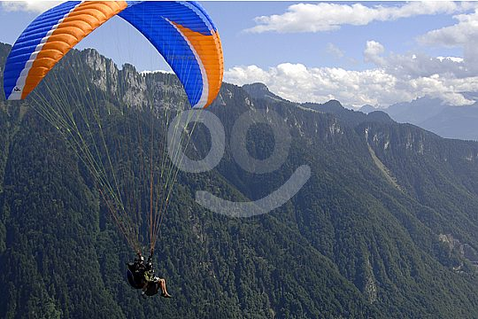 flight with the paraglider