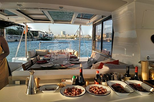 catamaran excursion Barcelona dinner