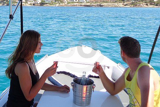 zu zweit auf dem Boot in Mallorca