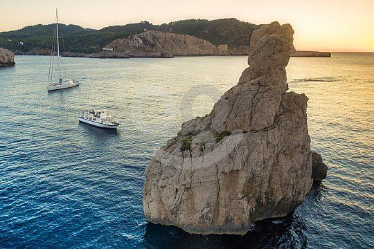 by boat to Benirràs