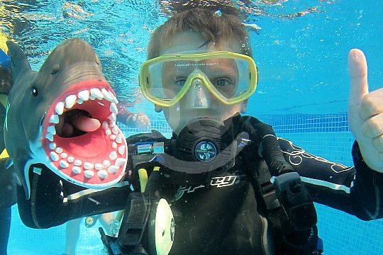 children learn scuba diving