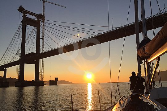 romantic sailing trip in Vigo