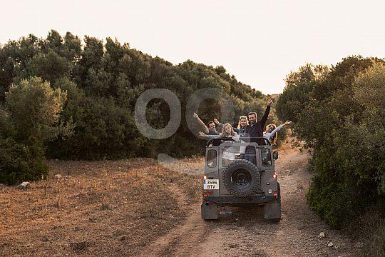Jeep Safari in Kolonne fahren auf Menorca