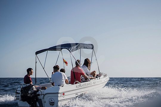 Rent a boat for up to 5 people in Puerto Colon