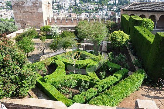 visit Jardines de Generalife in Granada