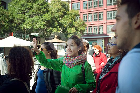 explanations during the city tour