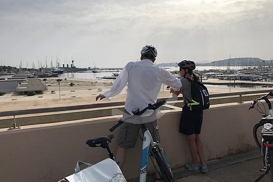 from Athens from port to port by e-bike