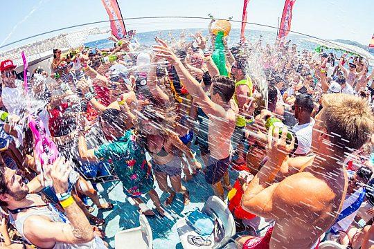 Tanzen auf dem Partyboot