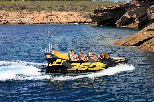 Ibiza an der Küste mit dem Jetboat
