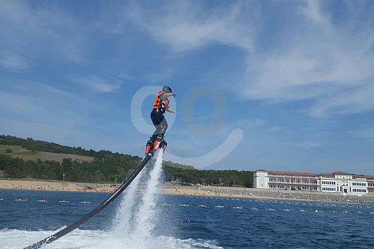 Ascent with the flyboard over the sea