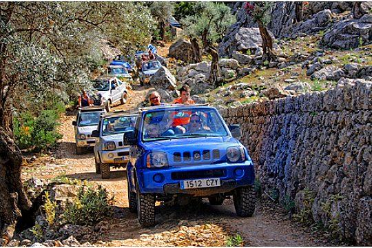 Jeep Safari Mallorca in the wilderness