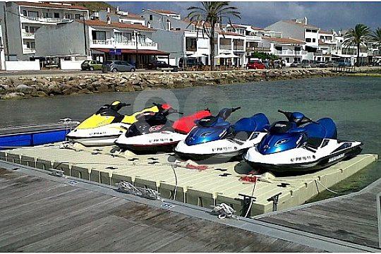 4 vessels in port in Menorca