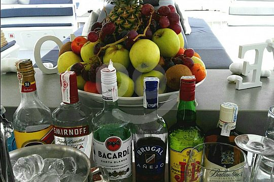 fruits and alcoholic drinks